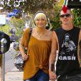 Exclusif - Prix spécial - Paris Jackson et son petit ami Michael Snoddy se baladent en amoureux dans les rues de Los Angeles, le 11 octobre 2016