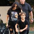 Kourtney Kardashian et son fils Mason dans les rues de Los Angeles, le 15 novembre 2016