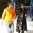 Exclusif - Kris Jenner fait du shopping avec Jonathan Cheban dans les rues de Beverly Hills, le 16 novembre 2016