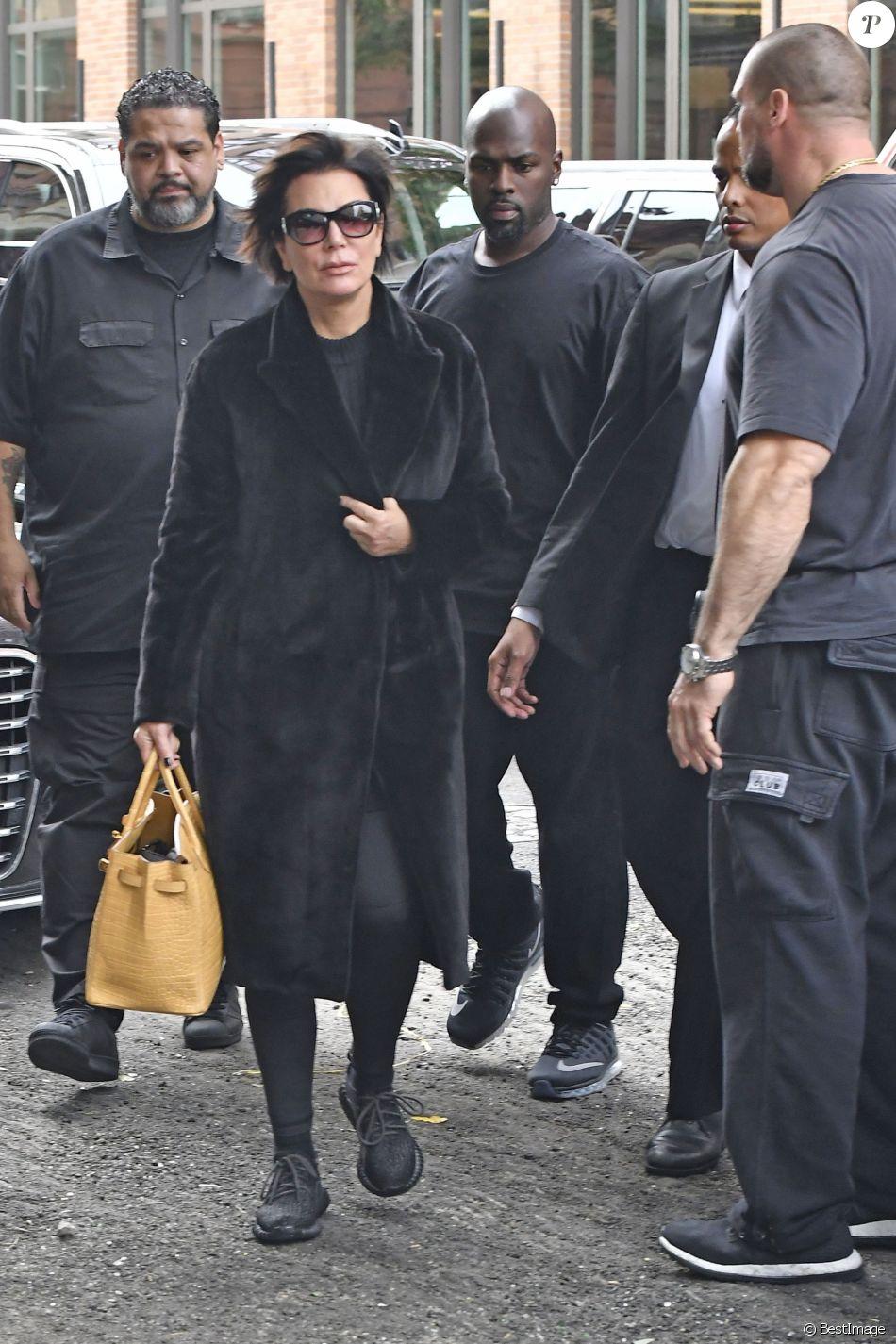 Kim kardashian arrive son appartement new york le 3 octobre 2016 elle est de retour de - Appartementmillions dollars new york ...