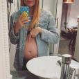Alexia Mori dévoile une nouvelle photo de son ventre arrondi. Décembre 2016.