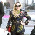 Madonna a choisi un look coloré pour assister au Billboard Women Music 2016 à New York le 9 décembre 2016.  Celebrities attend the Billboard Women in Music 2016 event on December 9, 2016 in New York City. Celebrities attend the Billboard Women in Music 2016 event on December 9, 2016 in New York City. Pictured: Madonna09/12/2016 - New York