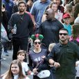 Kourtney Kardashian, Scott Disick et leurs deux fils Mason et Reign Disick (7 et 2 ans) passent un après-midi en famille à Disneyland Resort. Anaheim, Californie, le 14 décembre 2016.