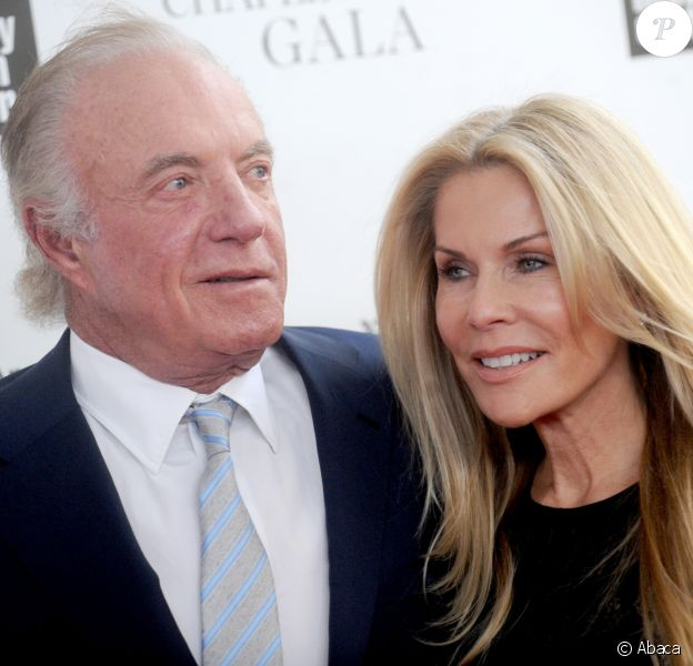 James Caan et Linda Stokes au Chaplin Award Gala honoring Rob Reiner à New York City, le 28 avril 2014.