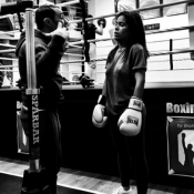Amel Bent : Coachée par un champion olympique pour garder sa belle silhouette