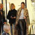 Kendall Jenner et Hailey Baldwin font du shopping au centre commercial Barney's New York à Beverly Hills, le 7 décembre 2016.
