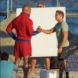 Zac Efron et Dwayne Johnson sur le tournage du film 'Baywatch' à Los Angeles, le 19 avril 2016.