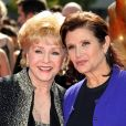 Carrie Fisher et sa mère Debbie Reynolds aux Primetime Creative Emmy Awards à Los Angeles le 11 septembre 2011.