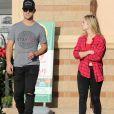 Exclusif - Taylor Lautner et Billie Lourd vont faire des courses chez Walmart et Party City à Los Angeles, le 8 décembre 2016. © CPA/Bestimage