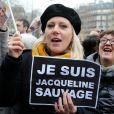 La condamnation de Jacqueline Sauvage à dix ans de réclusion criminelle en décembre 2015 pour le meurtre de son mari violent et abusif avait suscité une forte mobilisation populaire, notamment une manifestation le 23 janvier 2016 appelant le président François Hollande à intervenir.