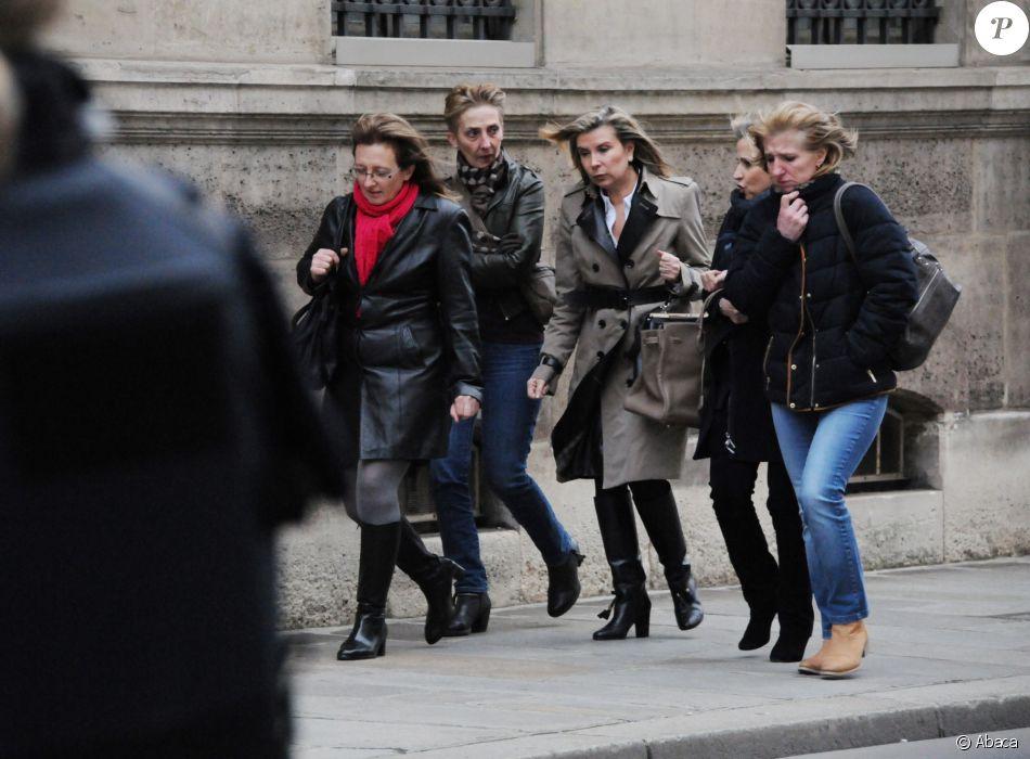 Les filles de Jacqueline Sauvage, accompagnées par les avocates de celle-ci, avaient été reçues à l'Elysée le 29 janvier 2016 par le président François Hollande, après la condamnation de leur mère à dix ans de réclusion pour le meurtre de son mari violent. Onze mois plus tard, le chef de l'Etat a accordé la grâce totale à Jacqueline Sauvage.