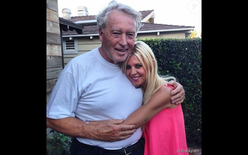 Tara Reid pose avec son père. Elle a annoncé sa mort sur Instagram le 30 décembre 2016