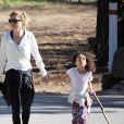Exclusif - Ellen Pompeo se promène avec son mari Chris Ivery et leur fille Stella. L'epoux de la star porte un mystérieux bébé... A Los Angeles, le 28 décembre 2016.