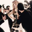 """""""Gigi Hadid figure sur la campagne printemps-été 2017 de Moschino. Photo par Steven Meisel."""""""