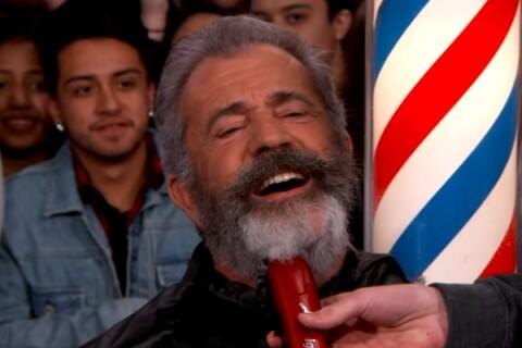 Mel Gibson : Un fan lui rase la barbe en pleine rue et en direct à la télévision