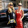 Paris Hilton et sa soeur Nicky - Défilé Jeremy Scott à New York, le 12 septembre 2016.