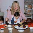 """Molly Sims (enceinte) assiste au lancement de """"America's Messiest Baby Contest Launch"""" chez Maman Bakery à New York. Le 25 octobre 2016"""
