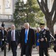 Donald Trump dépose une gerbe sur la tombe du soldat inconnu à Arlington, Virginie, Etats-Unis, le 19 janvier 2017.