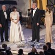 """Mike Pence, son épouse Karen Pence, Donald Trump et son épouse Melania lors du dîner """"Candlelight"""" organisé pour en remerciement aux donateurs et aux soutiens de la campagne de Trump à Washington le 19 janvier 2017"""