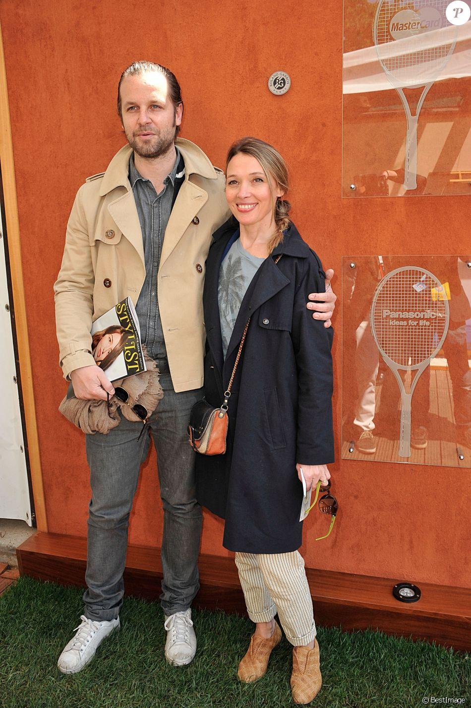 Anne Marivin et son compagnon Joachim Roncin - Jour 10 - People aux Internationaux de France de tennis de Roland Garros lors du match de Jo-Wilfrid Tsonga contre Roger Federer le 4 juin 2013.