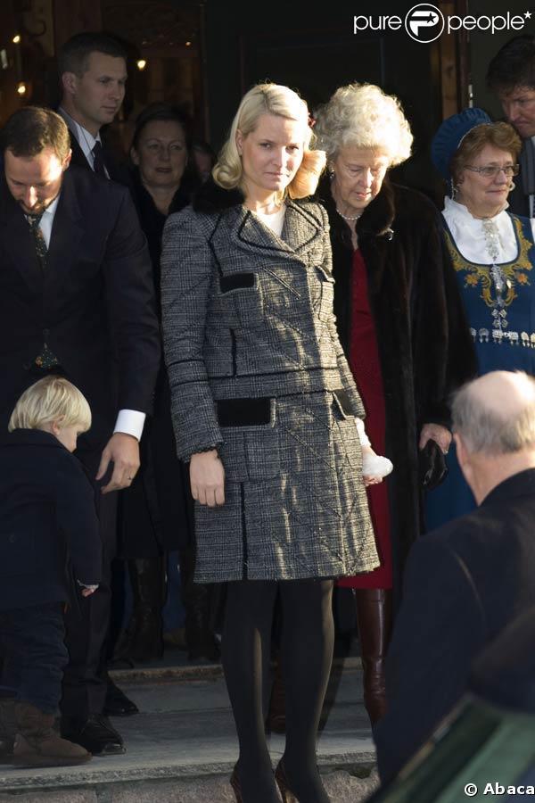 Le roi Harald V, la reine Sonja, la princesse Mette-Marit de Norvège, son époux Haakon et leurs enfants Ingrid Alexandra et Sverre Magnus