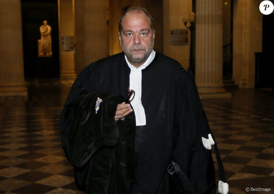 l 39 avocat eric dupond moretti arrive au palais de justice de bordeaux le 5 octobre 2015 afin de. Black Bedroom Furniture Sets. Home Design Ideas