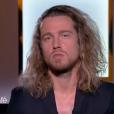 """Julien Doré dans """"Thé ou café"""" sur France 2. Le 21 janvier 2017."""