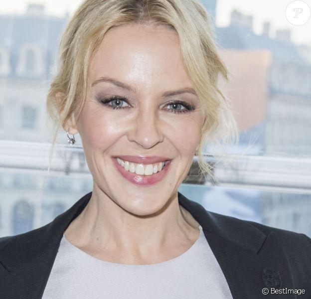 """Kylie Minogue - People au défilé de mode """"Schiaparelli"""", collection Haute-Couture printemps-été 2017 à Paris. Le 23 janvier 2017"""