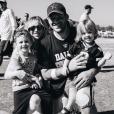 Tony Romo et Candice Crawford, ici en photo fin 2016 avec leurs garçons Rivers et Hawkins, attendent un troisième enfant pour le mois d'août 2017. Photo Instagram.