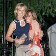 Tara Palmer-Tomkinson et sa soeur Santa Montefiore lors de la fête d'été annuelle organisée par sir David Frost, le 2 juillet 2009 à Londres.