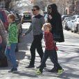 Liv Tyler avec son compagnon Dave Gardner et leurs fils Milo et Grey à la sortie de son domicile à New York, le 12 avril 2015