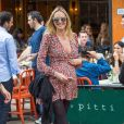 Exclusif - Candice Swanepoel enceinte au restaurant Bar Pitti au Greenwich Village à New York, le 5 juin 2016
