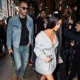 Kim Kardashian et son attaché de presse Simon Huck se baladent dans les rues de New York, le 14 février 2017.