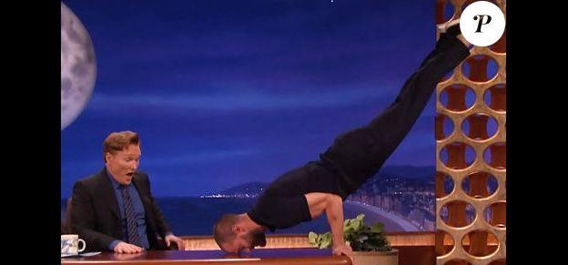 Jamie Dornan rejoue une scène de 50 Shades Darker sur le plateau de Conan O'Brien