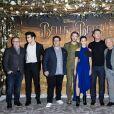 Le réalisateur Bill Condon,Alexis Loizon, Josh Gad, Dan Stevens, Emma Watson, Luke Evans et le compositeur Alan Menken lors du photocall de La Belle et la Bête à l'hôtel Le Meurice à Paris le 20 février 2017. © Olivier Borde / Bestimage