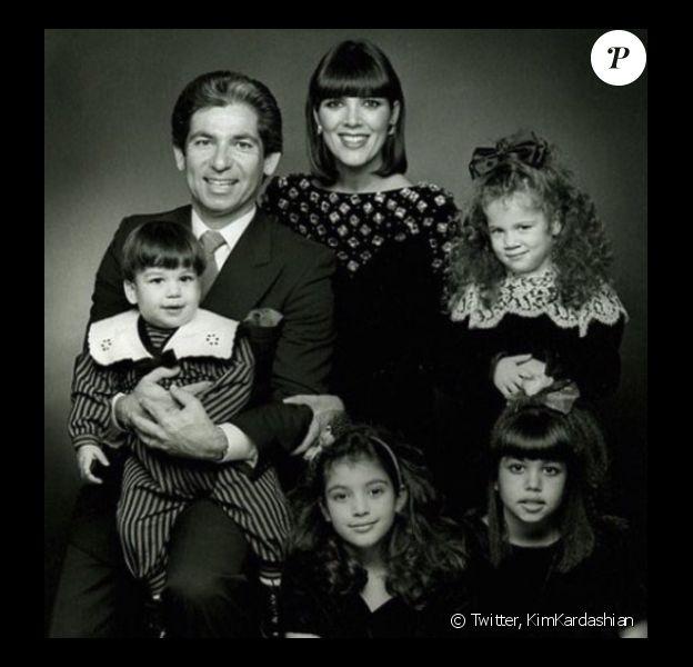Kim Kardashian a partagé une photo de famille souvenir pour l'anniversaire de son défunt papa sur Twitter, le 22 février 2017