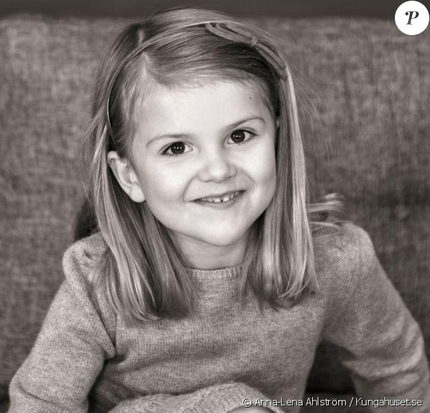 Portrait officiel de la princesse Estelle de Suède par Anna-Lena Ahlström pour son 5e anniversaire, le 23 février 2017. © Anna-Lena Ahlström / Kungahuset.se