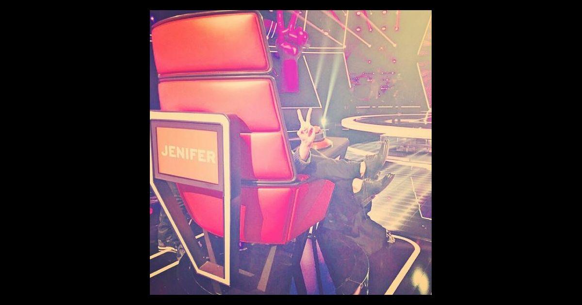 jenifer dans fauteuil de coach pour the voice photo post 233 e sur sa page instagram