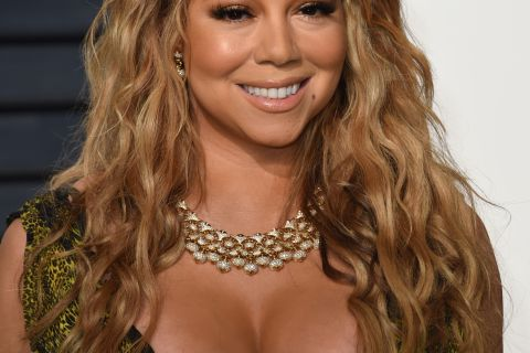 Mariah Carey aux Oscars : Un sein s'échappe de son impressionnant décolleté !