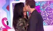 """Nathalie de """"Secret Story 10"""" embrasse Julien Castaldi dans le """"Mad Mag"""" de NRJ12, mercredi 1er mars 2017"""