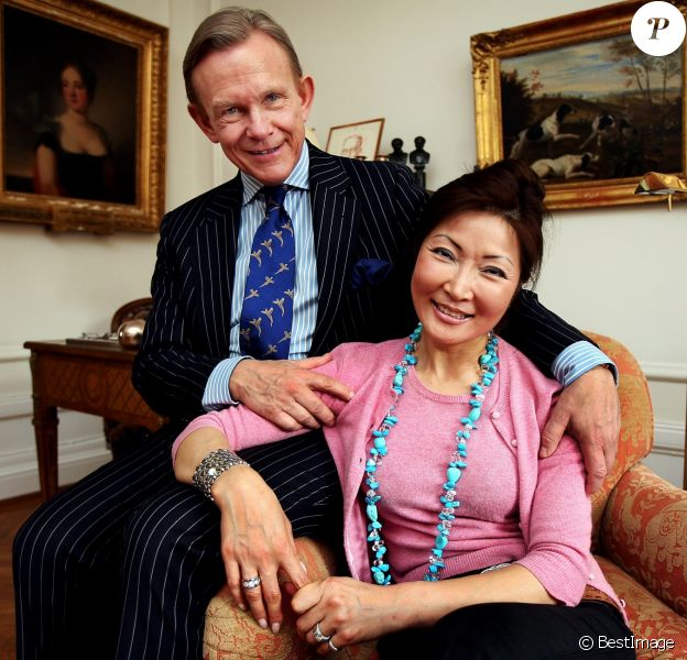 Le comte Carl Adam Lewenhaupte, dit Noppe (ici photographié en avril 2006 avec sa femme Lee à Stockholm), ami d'enfance du roi Carl XVI Gustaf de Suède, a été retrouvé noyé dans les eaux entourant l'île Djurgården à Stockholm, le 1er mars 2017. Il avait 69 ans.
