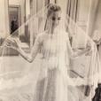 Beatrice Borromeo a partagé le 27 novembre 2016 sur Twitter cette image de ses essayages de sa robe de mariée en prévision de son mariage avec Pierre Casiraghi le 1er août 2015.