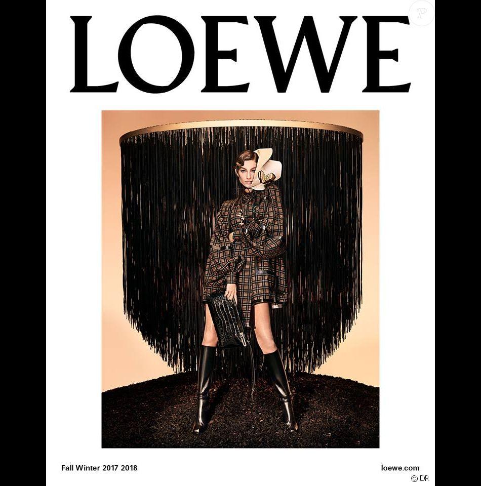 Gisele Bündchen figure sur la nouvelle campagne publicitaire de LOEWE. Photo par Steven Meisel.