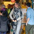 Exclusif - Gisèle Bundchen et sa petite soeur Gabriela font du shopping dans le quartier de Beverly Hills à Los Angeles, le 11 janvier 2017.