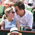 Anne-Sophie Lapix et son mari Arthur Sadoun - People dans les tribunes lors de la demi-finale des Internationaux de tennis de Roland-Garros à Paris, le 5 juin 2015.