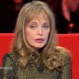 """Emission """"Le Divan"""" présentée par Marc-Olivier Fogiel avec Arielle Dombasle en invitée. Sur France 3, le 7 mars 2017."""