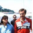 Stefano Casiraghi, avec la princesse Caroline à ses côtés, en combinaison lors d'une course automobile en septembre 1989.