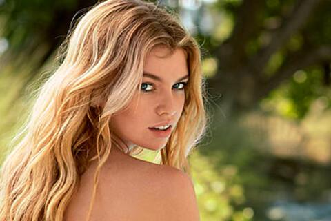 Stella Maxwell : La petite amie de Kristen Stewart, craquante en lingerie