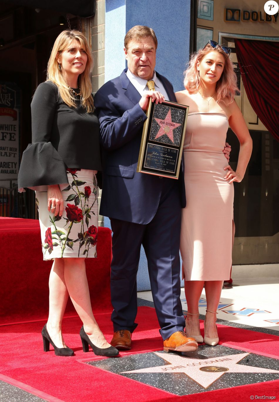 John Goodman entouré de sa femme Anna Beth et de sa fille Molly Evangeline - Inauguration de la plaque de John Goodman sur le Walk Of Fame à Hollywood. Le 10 mars 2017  Celebrities attending the Hollywood Walk Of Fame Ceremony for John Goodman in Hollywood, California on March 10, 2017.10/03/2017 - Hollywood