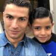Cristiano Ronaldo et son fils Cristiano Jr. (Cristianinho) vont-ils accueillir prochainement deux autres petits garçons, des jumeaux, dans leur maison à Madrid ? Photo Instagram en janvier 2017.